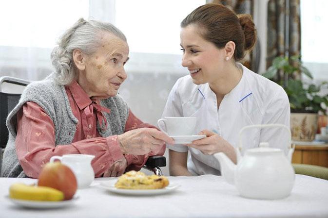 обед в пансионате для престарелых